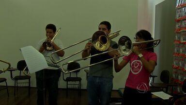 Orquestra apresenta projeto de música clássica no Cine Teatro Cuiabá - Orquestra apresenta projeto de música clássica no Cine Teatro Cuiabá.