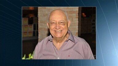 Corpo do ex-deputado Nelson Siqueira é velado em Goiânia - O corpo do ex-deputado Nelson Siqueira, 84 anos, está sendo velado em Goiânia. Ele morreu de complicações generalizadas.