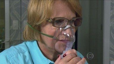 Pacientes com asma e insuficiência devem recorrer a tratamentos que não afetem o coração - Quem tem asma costuma recorrer às bombinhas inaladoras para melhorar a oxigenação, que pode ser medida por um aparelho. O problema é que muitos desses medicamentos contêm broncodilatadores, que alteram a frequência cardíaca.