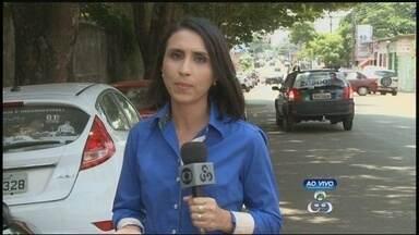 Moradores de bairro da capital reclamam de árvore que tem causado preocupações - Gabriela Cabral falou ao vivo do local e trouxe mais informações ao programa.