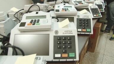 Tribunal Regional Eleitoral começa a abastecer e lacrar urnas eletrônicas de Rondônia - Em Ariquemes, cerca de 150 equipamentos foram lacrados e só devem ser reabertos no dia 5 de outubro.