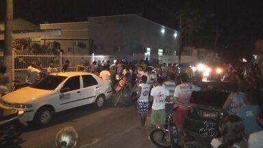 No AM, moradores de Parintins fazem protesto por falta de energia elétrica - Algumas ruas da cidade ficam até 5 horas sem energia.