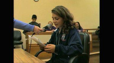 Estudantes participam de simulação de júri no Foro de Rio Grande, RS - As crianças aprenderam como funciona parte da justiça brasileira.
