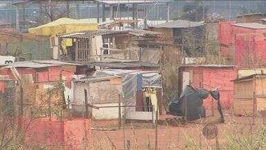 Ocupação no Itatinga, em Campinas, triplica em 2 semanas, diz movimento - São 600 famílias na área de 80 mil m², que tem controle de entrada. Segundo a Secretaria de Habitação, 200 famílias estão no local desde o início da invasão.