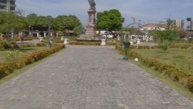 Praças de Manaus sofrem ação de vândalos - Espaços públicos em diversas zonas estão pichados.