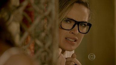Érika consegue gravar a história de Lorraine e Ismael sem ser percebida - Lorraine assume para Juju que roubou o anel e recebe uma declaração de amor de Ismael