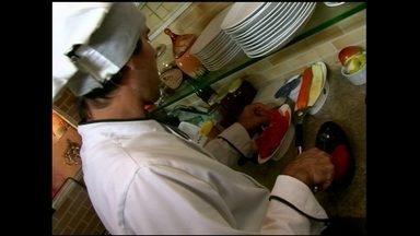 Chef da Bahia cria restaurante com conceito próprio de comidas orgânicas - A gastronomia foi personalizada. O negócio participa de um projeto criativo de culinária e investiu no atendimento para crescer no mercado.