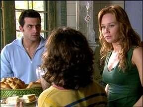 Cobras e Lagartos - capítulo de sexta-feira, dia 03/10/2014, na íntegra - Sushi conta a Estevão que viu Bel e Duda se beijando