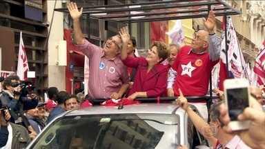 Dilma Rousseff faz campanha no estado de São Paulo - Dilma Rousseff começou o dia em São José dos Campos, no interior de São Paulo, e destacou os temas de campanha que serão focados daqui para frente. Depois, a candidata do PT foi para a capital, onde usou um carro para percorrer um calçadão exclusivo.