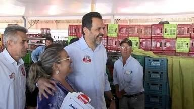 Agnelo Queiroz faz campanha em Ceilândia - O candidato do PT ao GDF visitou várias feiras, onde cumprimentou vários feirantes e consumidores. Ele prometeu aumentar o policiamento na cidade.