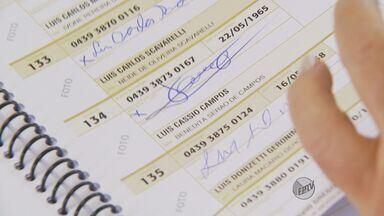 Mesário confunde nomes em lista e eleitor fica sem votar em São João - Mesário confunde nomes em lista e eleitor fica sem votar em São João