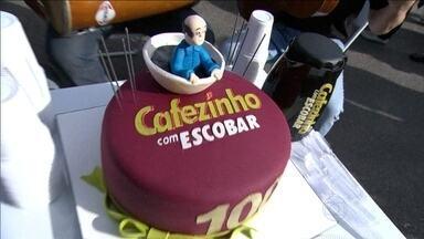 Com samba e muita festa, Cafezinho do Escobar comemora 100 edições - Quadro completa marca e ganha novidades.