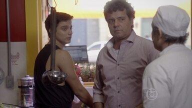 Marcelo e Delma tentam consolar Lincoln - O cozinheiro dispensa a ajuda dos chefes e pede para ficar sozinho com Jeff