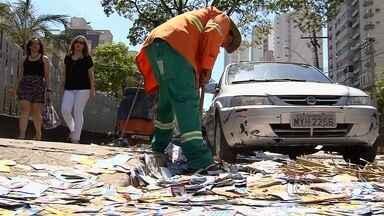Lixo que fica na cidade após as eleições incomoda população - Procurador regional eleitoral propõe acordo aos candidatos para que problema não se repita no segundo turno.