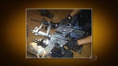 Dois fuzis são roubados do carro de policiais federais no dia das eleições em Brasília - O furto aconteceu enquanto os agentes foram justificar o voto. As armas foram recuperadas nesta segunda-feira (6). Cinco pessoas foram presas.