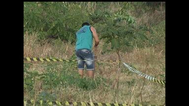 Terreno na Travessa Turiano Meira é invadido por centenas de pessoas - Grupamento Tático Operacional esteve no local fazendo rondas e também orientando as pessoas que se retirassem da área.