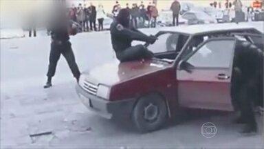 Notícias do Veras: humorista mostra assaltante 'ninja' e bandida gata - Vídeo mostra momento em que bandido chuta vidro dianteiro