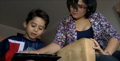 Veja como aproveitar o interesse das crianças por aparelhos eletrônicos - Alguns pais acreditam que quando usados se exageros, os brinquedos eletrônicos ajudam no desenvolvimento das crianças.