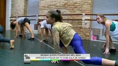 Mel Maia aproveita folga da TV para fazer aula de dança - Atriz conversa com o Vídeo Show no intervalo de aula de jazz