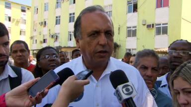 Crivella faz carreata na Baixada e Pezão visita conjunto habitacional na Zona Oeste - Cadidatos do PRB e PMDB ao Governo do Rio sairam em campanha nesta sexta-feira (10).