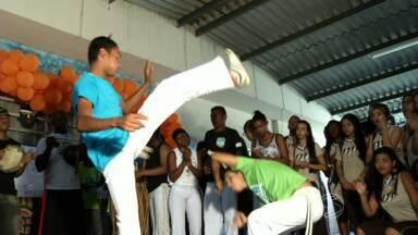 Feira divulga cultura africana em escola de Resende, RJ - Trabalho mobilizou 270 estudantes do Ensino Médio; objetivo é combater preconceito racial.