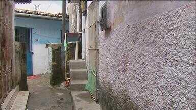 Mulher é encontrada na cisterna da casa em que morava na Zona Sul do Recife - Ela trabalhava como doméstica e morava na Primeira Travessa da Rua Dona Benvinda, em Boa Viagem.