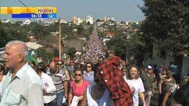 Domingo (12) é de devoção no RS - Milhares de pessoas homenagearam Nossa Senhora de Fátima e Nossa Senhora Aparecida.