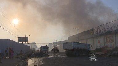 Incêndio destrói distribuidora de alimentos de Macapá - Incêndio destrói distribuidora de alimentos de Macapá