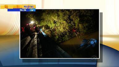 Mãe e dois filhos morrem em acidente no interior de Teutônia, RS - As crianças tinham três e sete anos de idade.