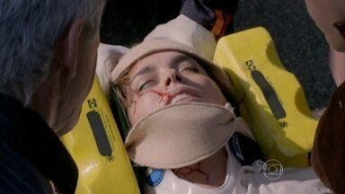 Beatriz é resgatada - Maria Marta decide acompanhar Maria Clara até o hospital. José Alfredo se surpreende com a solidariedade de José Pedro