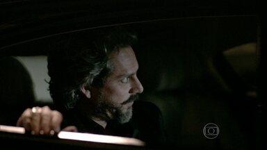 José Alfredo manda Josué investigar Maurílio - Comendador está disposto a tudo para saber quem é o rival