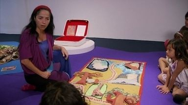"""Tapetes ajudam a contar histórias - Uma exposição em cartaz em Brasília mostra os caminhos da narrativa das história. Saiba mais sobre """"Os tapetes contadores de história""""."""