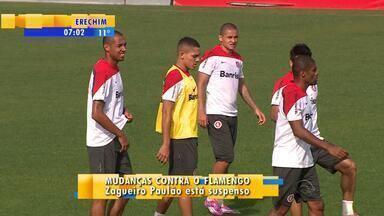 Futebol: Inter tem mudanças para enfrentar Flamengo - Alan Costa e Thales disputam a vaga do zagueiro Paulão, suspenso. Internacional enfrenta Flamengo no Maracanã, na quarta-feira (22).