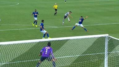 Cruzeiro cede empate no final da partida contra o Figueirense e ve rival se aproximar - Time pode ver a vantagem diminuir nesta segunda-feira, caso o São Paulo vença o Goiás
