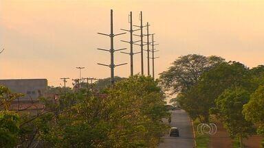 Liminar suspende instalação de rede elétrica de alta tenção em Goiânia - Polêmica começou quando Celg começou a retirada de árvores do canteiro central no Setor Faiçalville.