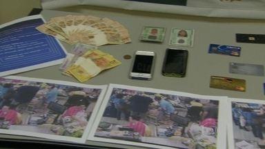 Presos três suspeitos de clonar cartões de crédito para fazer compras em mercado - Os estelionatários clonavam cartões de crédito de um supermercado da Barra da Tijuca e usavam na Zona Sul e no Grajaú. Seis vítimas já foram identificadas.