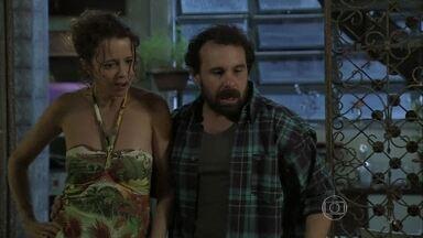 Lorraine e Ismael flagram Xana e Naná dormindo juntos - Casal acaba se desentendendo e trambiqueira decide fazer greve de sexo