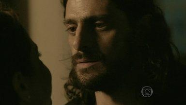 Ladrão tenta hipnotizar Cora, mas megera leva a melhor - Beata não cai no truque e ainda ameaça Jairo
