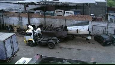 Homem morre em explosão de caminhão em Osasco - O mecânico morreu na explosão de um caminhão com tanque para transporte de produtos químicos. O acidente aconteceu no bairro Aliança, em Osasco, na Grande São Paulo.