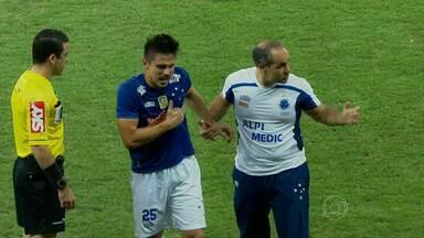 Willian tem fratura na costela constatada e desfalca o Cruzeiro na sequência da temporada - Jogador ainda não tem previsão de retorno aos gramados. Lance aconteceu após gol do atacante contra o Santos