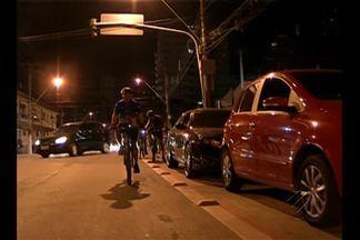 Ciclistas denunciam desrespeito de motoristas em ciclofaixas de Belém - Motoristas utilizam espaço exclusivo a ciclistas para estacionar veículos.