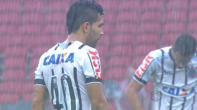 """Grêmio entra com recurso para novo julgamento do """"caso Petros"""" no STJD - Diretor jurídico do Tricolor vai ao Rio para efetuar pedido por julgamento no Pleno e espera ação do Inter; Corinthians foi absolvido em primeira instância."""