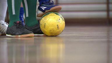 Urece promove inclusão de cegos por meio de futebol - Organização se uniu a fabricante de materiais esportivos para desenvolver bolas e chuteiras usadas no futebol para cegos