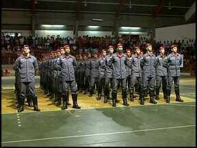 Divinópolis sedia formatura do Corpo de Bombeiros - Solenidade aconteceu na noite desta quinta-feira (30).Bombeiros de várias cidades da região foram formados.