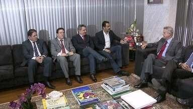 Governador eleito se reúne com Agnelo Queiroz para discutir governo de transição - O governador eleito, Rodrigo Rolemberg, se reuniu com Agnelo Queiroz para discutir o governo de transição. As dívidas do GDF foi um dos temas do encontro.