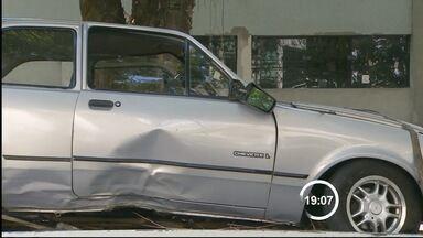 Três são presos após sequestro relâmpago de idoso em Taubaté, SP - Homem de 80 anos foi feito refém durante ação nesta sexta-feira (31). Criminosos fugiram pela Oswaldo Cruz e atiraram veículo em ribanceira.