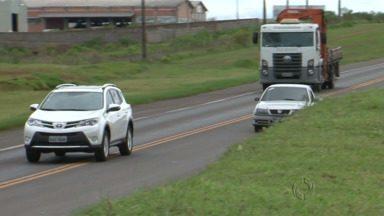 Abusos nas estradas vão custar mais caro para os motoristas - Motoristas que abusam da velocidade nas estradas vão pagar mais caro pelas multas a partir deste sábado.