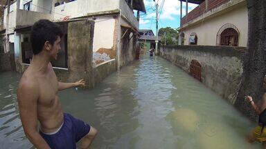 Chuva forte tira mais de 600 pessoas de casa no ES - Na Grande Vitória, os maiores estragos foram registrados na Serra e na capital. Uma pessoa morreu e outras duas ficaram feridas.