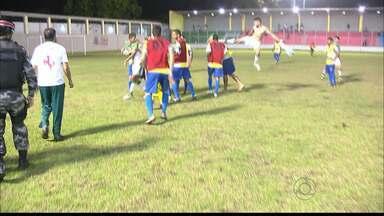 JPB2JP: Cenas de agressão dentro de campo no Estádio da Graça na Capital - Briga em jogo da Segunda Divisão do Campeonato Paraibano de Futebol.