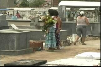 Véspera de Dia de Finados movimenta cemitérios na capital e no interior - A data é comemorada neste domingo (2).